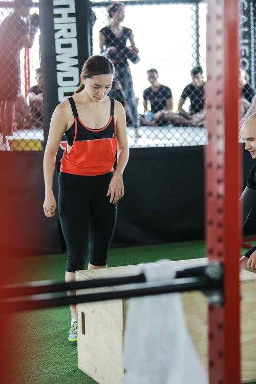 Đột nhập phòng gym xem Á hậu Thiên Lý luyện tập-4