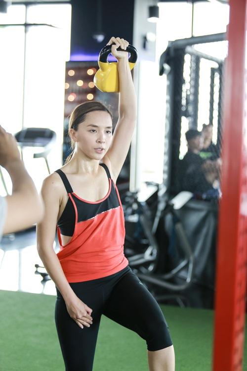 Đột nhập phòng gym xem Á hậu Thiên Lý luyện tập-6