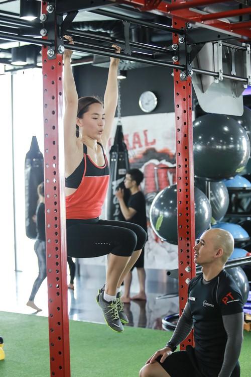 Đột nhập phòng gym xem Á hậu Thiên Lý luyện tập-8
