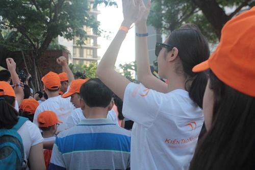 Á hậu Thúy Vân, Trấn Thành hợp sức giúp dân nghèo-2