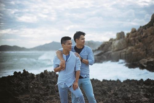 Adrian Anh Tuấn và Sơn Đoàn khoe ảnh kỷ niệm ngày cưới-2