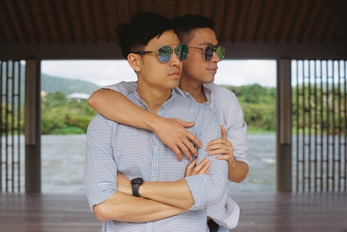 Adrian Anh Tuấn và Sơn Đoàn khoe ảnh kỷ niệm ngày cưới-3