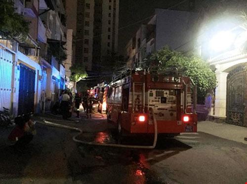 Cháy chung cư ở Bình Thạnh, dân hoảng loạn tháo chạy-2