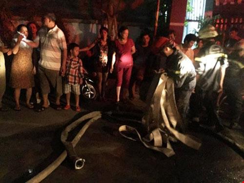 Cháy chung cư ở Bình Thạnh, dân hoảng loạn tháo chạy-3