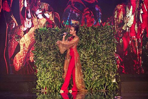 Hoàng Thùy Linh - Vĩnh Thụy quấn quýt không rời trong sự kiện-6