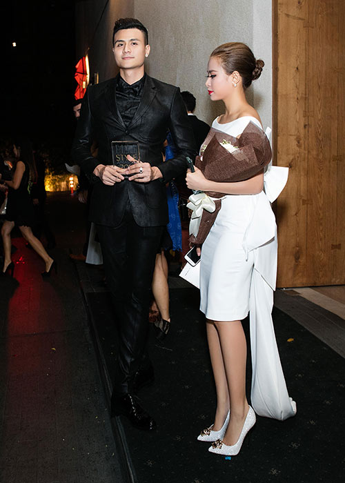 Hoàng Thùy Linh - Vĩnh Thụy quấn quýt không rời trong sự kiện-12
