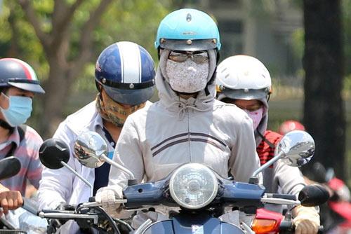 Người dân TP Hồ Chí Minh vật vã trốn nóng-4