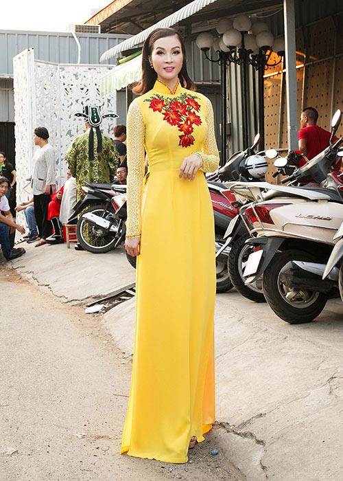 mc thanh mai dien 2 ao dai di lam giam khao - 2