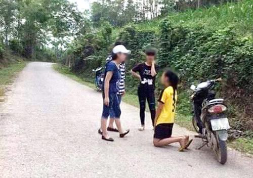 nu sinh danh ban, bat quy xin loi vi ghen tuong? - 1