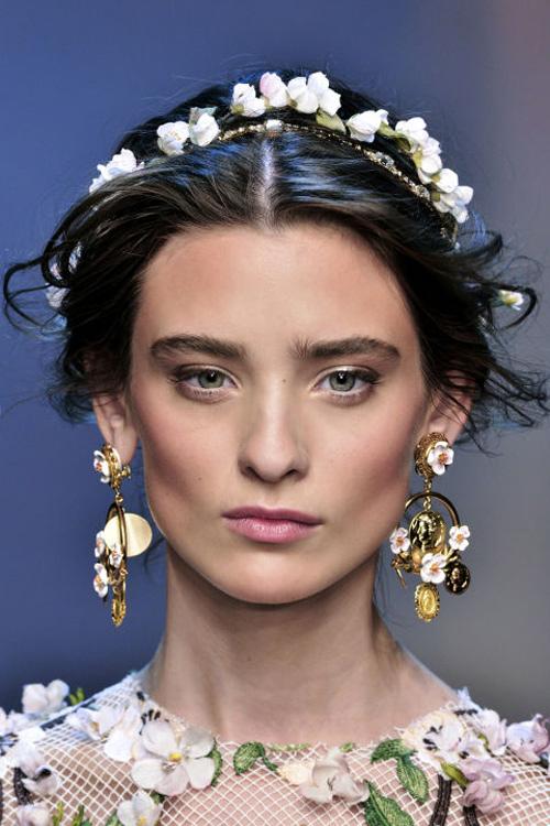 Những kiểu tóc tuyệt đẹp cho cô dâu mùa hè-10