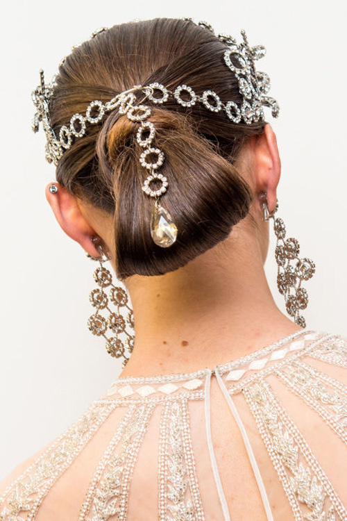 Những kiểu tóc tuyệt đẹp cho cô dâu mùa hè-2