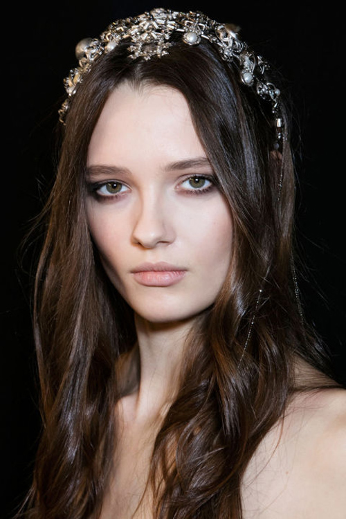Những kiểu tóc tuyệt đẹp cho cô dâu mùa hè-9