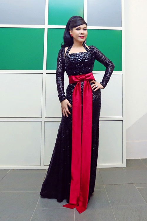 viet huong long lay thu trang phuc cho gala vn's got talent - 9