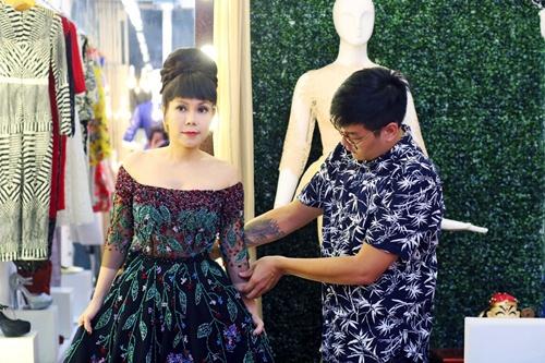 viet huong long lay thu trang phuc cho gala vn's got talent - 3