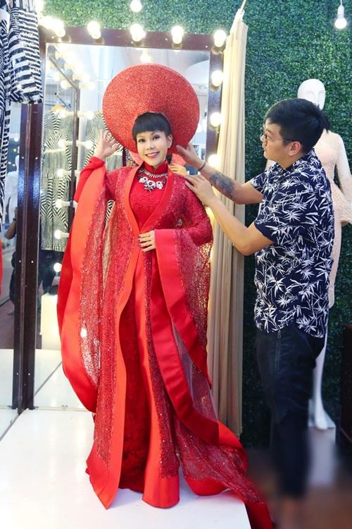 viet huong long lay thu trang phuc cho gala vn's got talent - 6