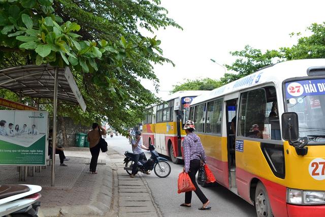 nghi an co gai bi bat coc ngay tren xe bus: bi an nguoi dan ba co mui la - 2