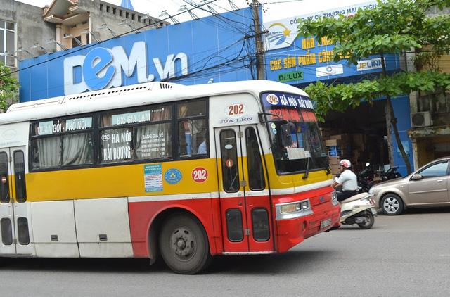 nghi an co gai bi bat coc ngay tren xe bus: bi an nguoi dan ba co mui la - 3