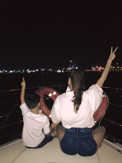 Phớt lờ mọi ồn ào, Hà Hồ 'quậy' cùng Subeo trên du thuyền-2