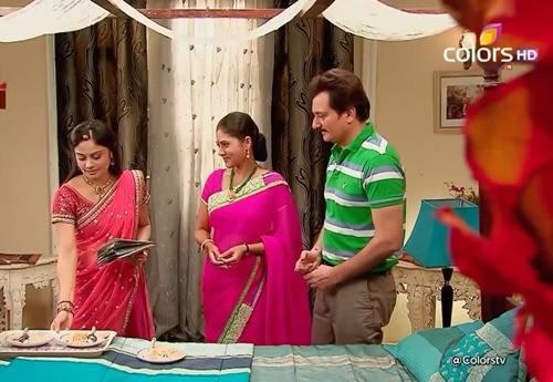 """""""Cô dâu 8 tuổi"""": Anandi """"ngáo đá"""", leo lên nóc nhà ngủ giữa đêm - 3"""