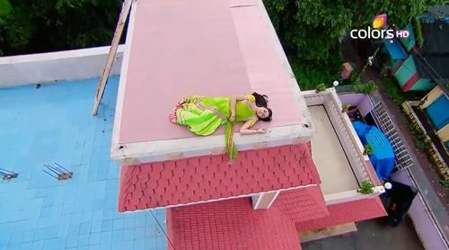 """""""Cô dâu 8 tuổi"""": Anandi """"ngáo đá"""", leo lên nóc nhà ngủ giữa đêm - 10"""