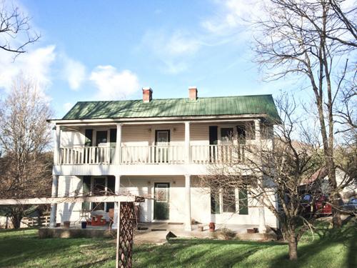 Ngắm ngôi nhà gỗ đẹp như tranh vẽ trên sườn đồi-3
