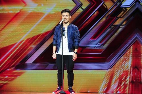 """""""Hoàng tử buồn"""" của X-Factor khóc nức nở, Tùng Dương chạy lên an ủi-18"""
