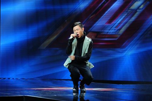 """""""Hoàng tử buồn"""" của X-Factor khóc nức nở, Tùng Dương chạy lên an ủi-16"""