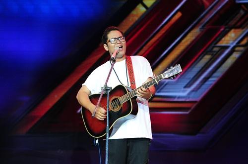 """""""Hoàng tử buồn"""" của X-Factor khóc nức nở, Tùng Dương chạy lên an ủi-7"""