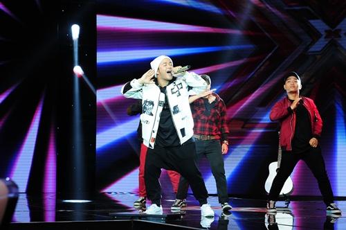 """""""Hoàng tử buồn"""" của X-Factor khóc nức nở, Tùng Dương chạy lên an ủi-9"""