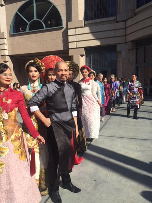 Đức Hùng đưa vợ con sang Mỹ dự ngày hội áo dài-4