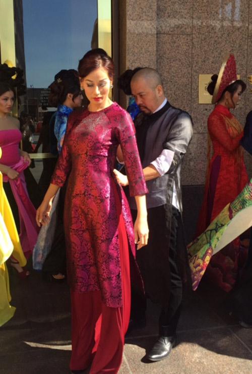 Đức Hùng đưa vợ con sang Mỹ dự ngày hội áo dài-9