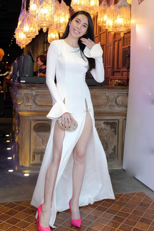 Muôn kiểu váy xẻ cao gây nhức mắt của mỹ nhân Việt-2