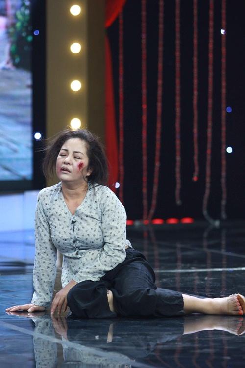 Hoài Linh, Thúy Nga đóng giả ăn xin tật nguyền lừa đảo-4