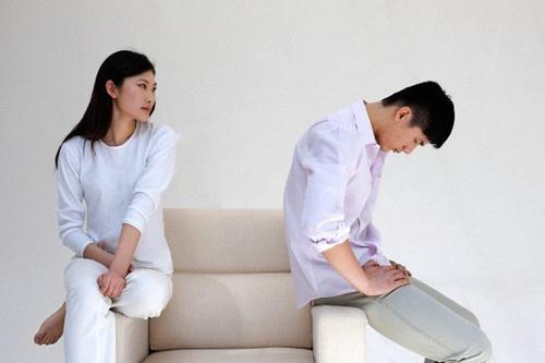 kho tin hanh dong cua nguoi vo khi biet chong ngoai tinh - 1