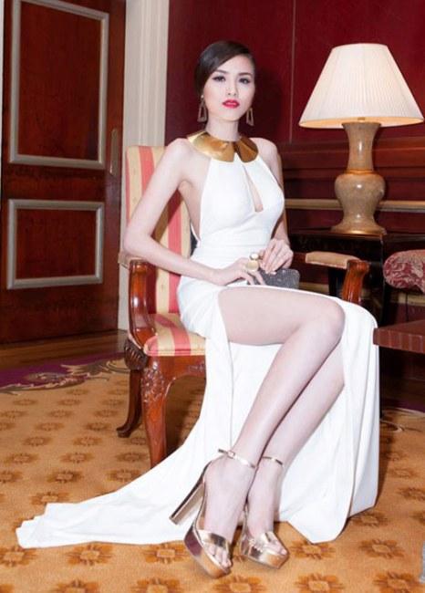 Muôn kiểu váy xẻ cao gây nhức mắt của mỹ nhân Việt-18
