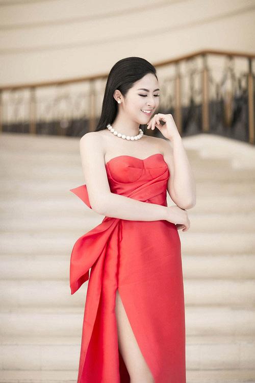 Muôn kiểu váy xẻ cao gây nhức mắt của mỹ nhân Việt-7