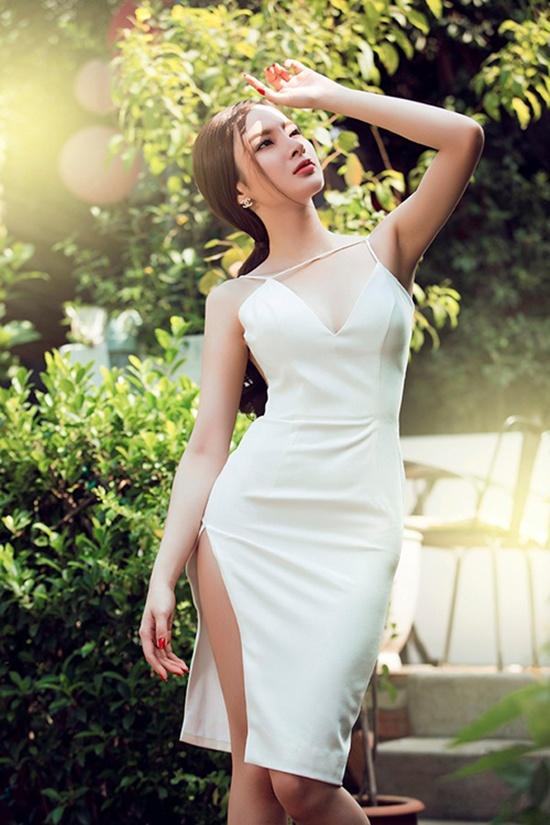 Muôn kiểu váy xẻ cao gây nhức mắt của mỹ nhân Việt-14