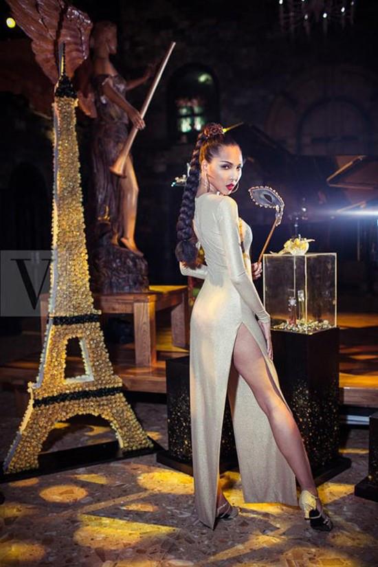 Muôn kiểu váy xẻ cao gây nhức mắt của mỹ nhân Việt-19