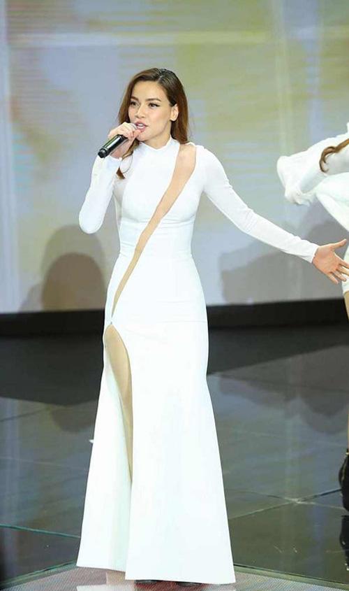 Muôn kiểu váy xẻ cao gây nhức mắt của mỹ nhân Việt-13