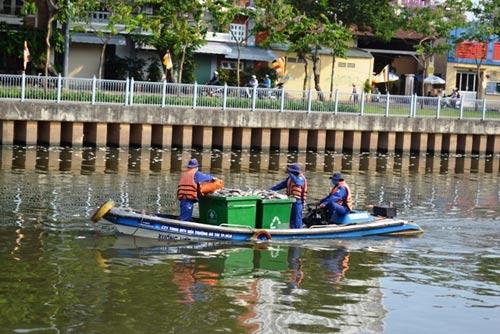 TPHCM công bố nguyên nhân cá chết trắng kênh Nhiêu Lộc-3