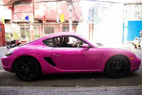 """""""Búp bê"""" Thanh Thảo nổi bật trên phố với xế hộp màu hồng-1"""