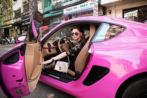 """""""Búp bê"""" Thanh Thảo nổi bật trên phố với xế hộp màu hồng-3"""