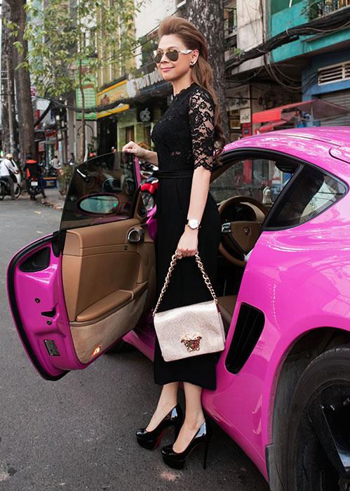 """""""Búp bê"""" Thanh Thảo nổi bật trên phố với xế hộp màu hồng-4"""