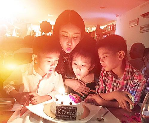 HH Hà Kiều Anh hạnh phúc đón sinh nhật tuổi 40 bên chồng con-1