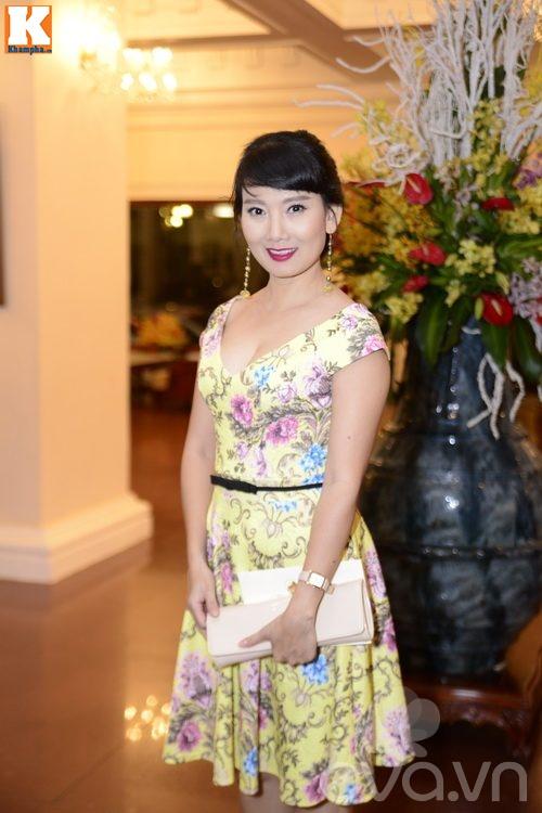 Ngọc Lan và người yêu nắm tay đi đám cưới Quang Tuấn - Linh Phi-14
