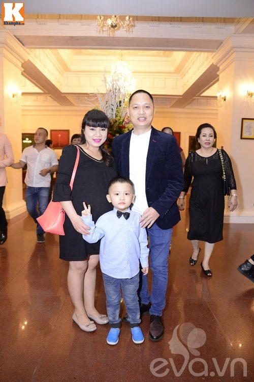 Ngọc Lan và người yêu nắm tay đi đám cưới Quang Tuấn - Linh Phi-12