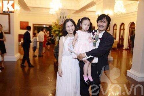 Ngọc Lan và người yêu nắm tay đi đám cưới Quang Tuấn - Linh Phi-8