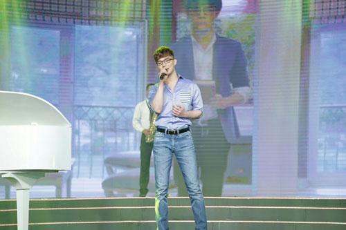"""Nathan Lee khoe giọng hát """"gây bão"""" trên truyền hình-1"""