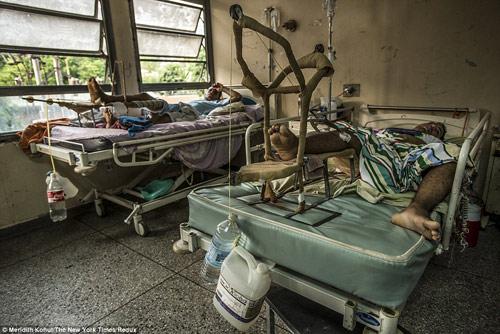 Thảm cảnh tồi tàn bên trong các bệnh viện ở Venezuela-3