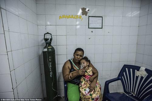 Thảm cảnh tồi tàn bên trong các bệnh viện ở Venezuela-5